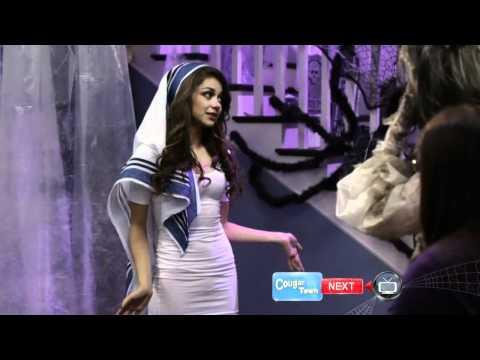[HD] Sarah Hyland - Modern Family S02 E06 (Halloween Costume)