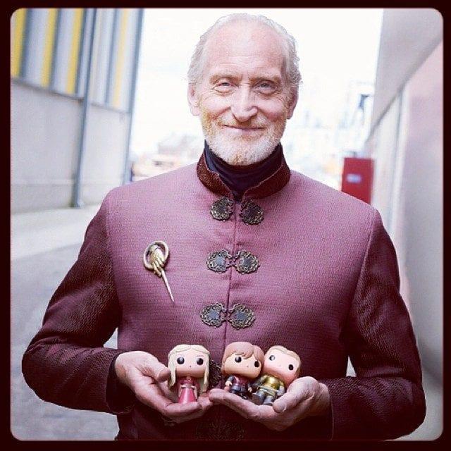 """""""Game of Thrones"""": Das Cast posiert mit Vinyl-Figuren von sich selbst"""