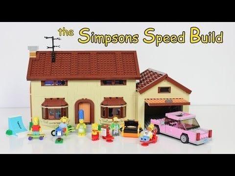 Das LEGO Simpsons Set im Zeitraffer zusammengebaut