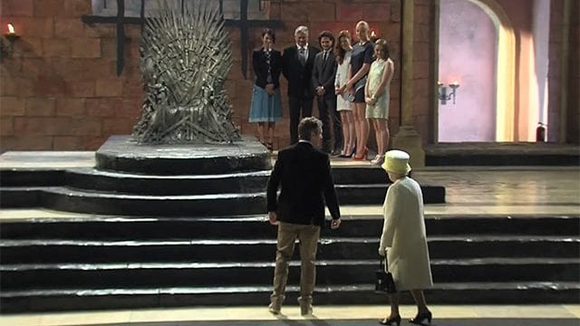 Die Queen besichtigt den Iron Throne