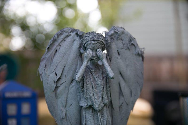 Weeping-Angel-Barbies_7