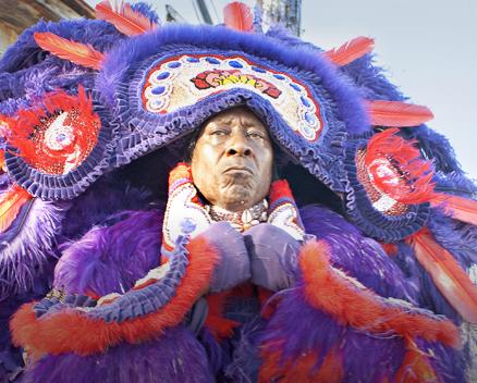 "Clarke Peters als Albert ""Chief"" Lambreaux in seinem Mardi-Gras-Kostüm (Foto: HBO)"