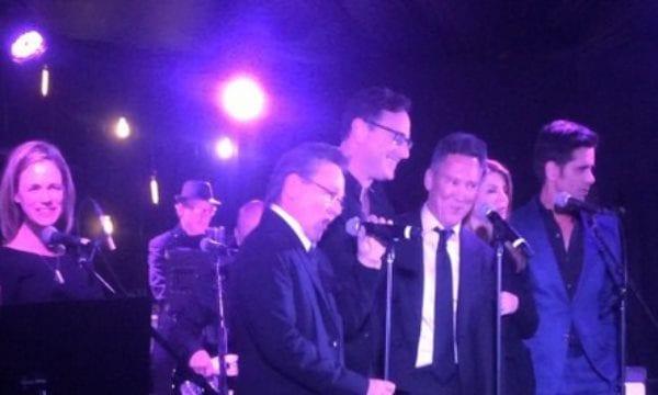 'Full House' Cast trifft sich und singt Titelsong