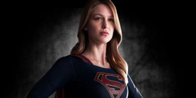 Supergirl mit 'AWESOME costume'