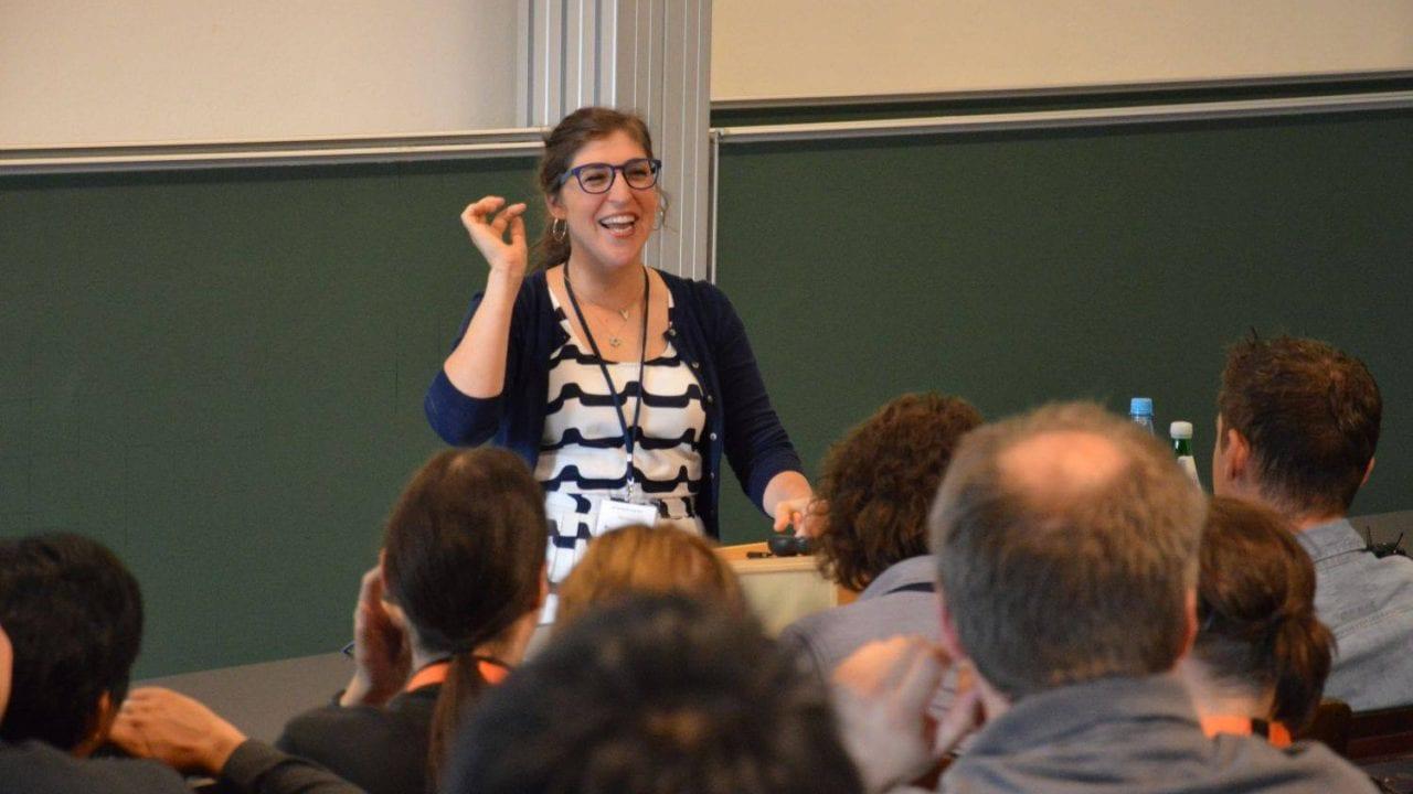 Amy Farrah Fowler hält Vorlesung in Aachen