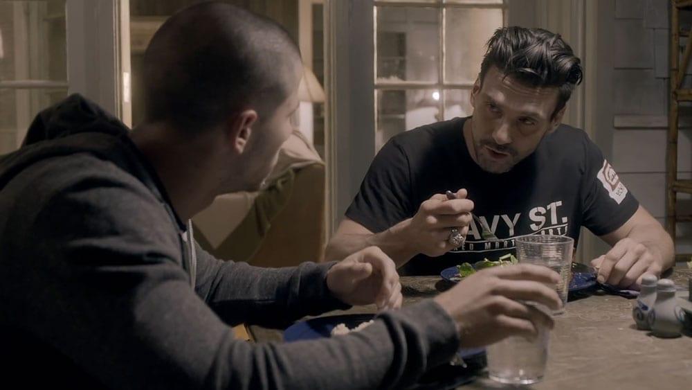 Kingdom – Nate (Nick Jonas) und Alvey (Frank Grillo) © DirecTV