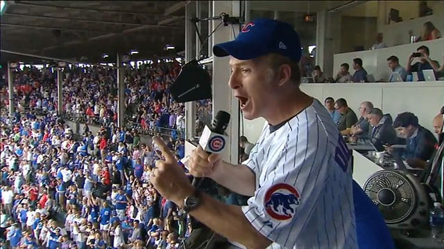 Bob Odenkirk singt den 7th Inning Stretch © MLB