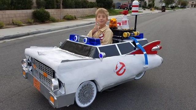 Vater baut seinem Sohn jedes Jahr eine coole Halloweenverkleidung für seinen Rollstuhl