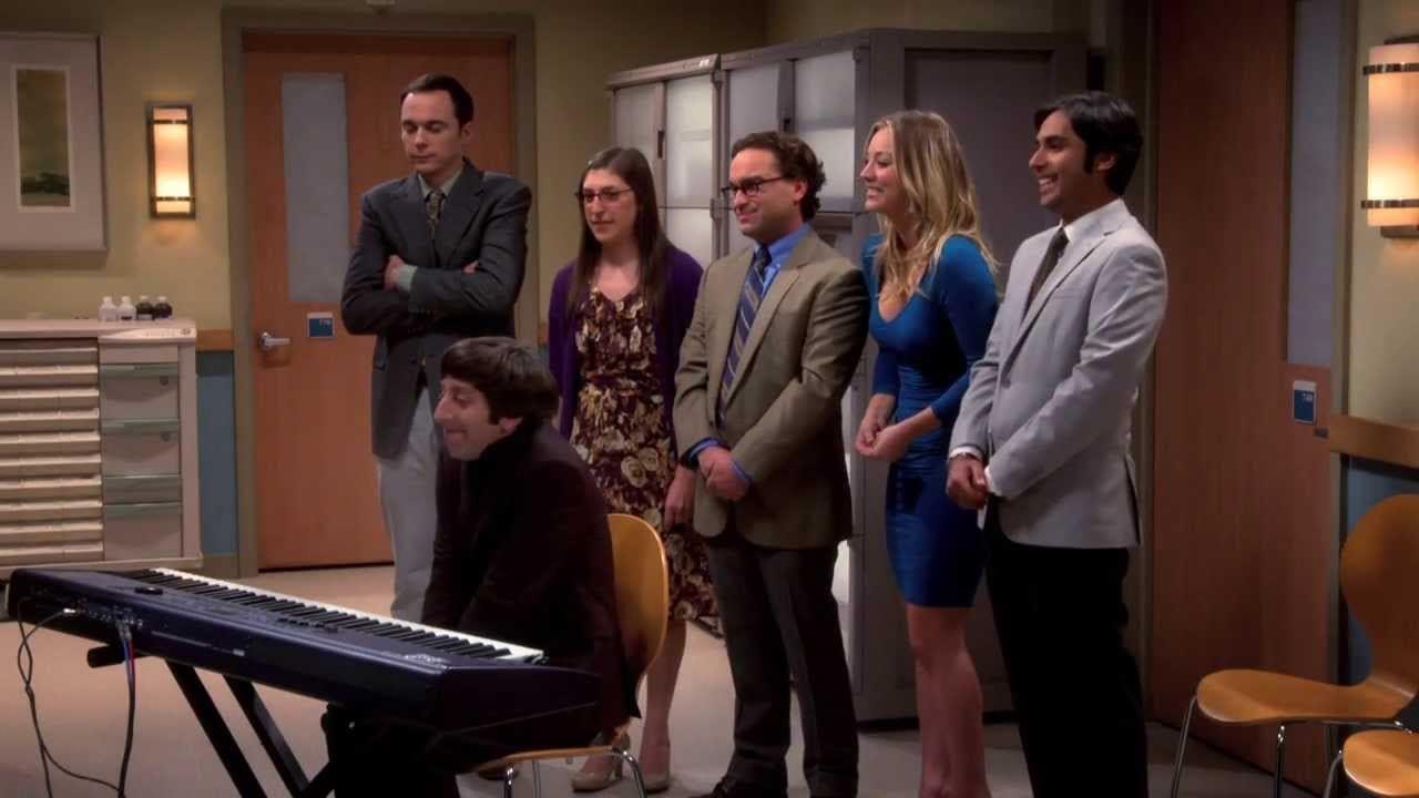 Kaley Cuoco singt The Big Bang Theory Theme Song