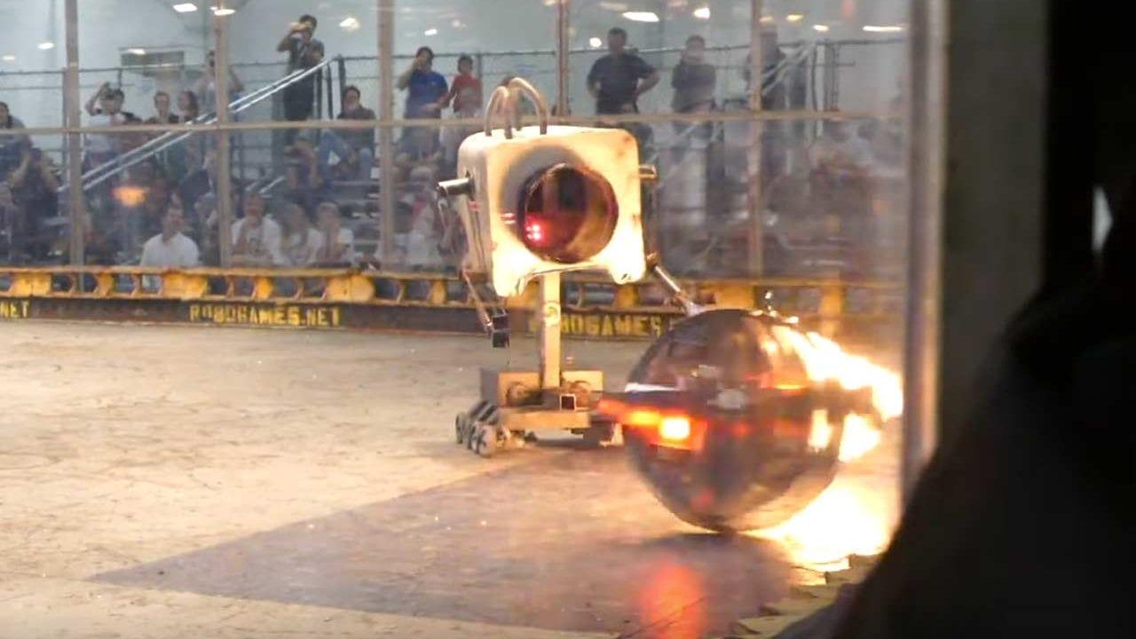 """60kg schwerer """"Pass the Butter""""-Kampfroboter mit Flammenwerfer"""