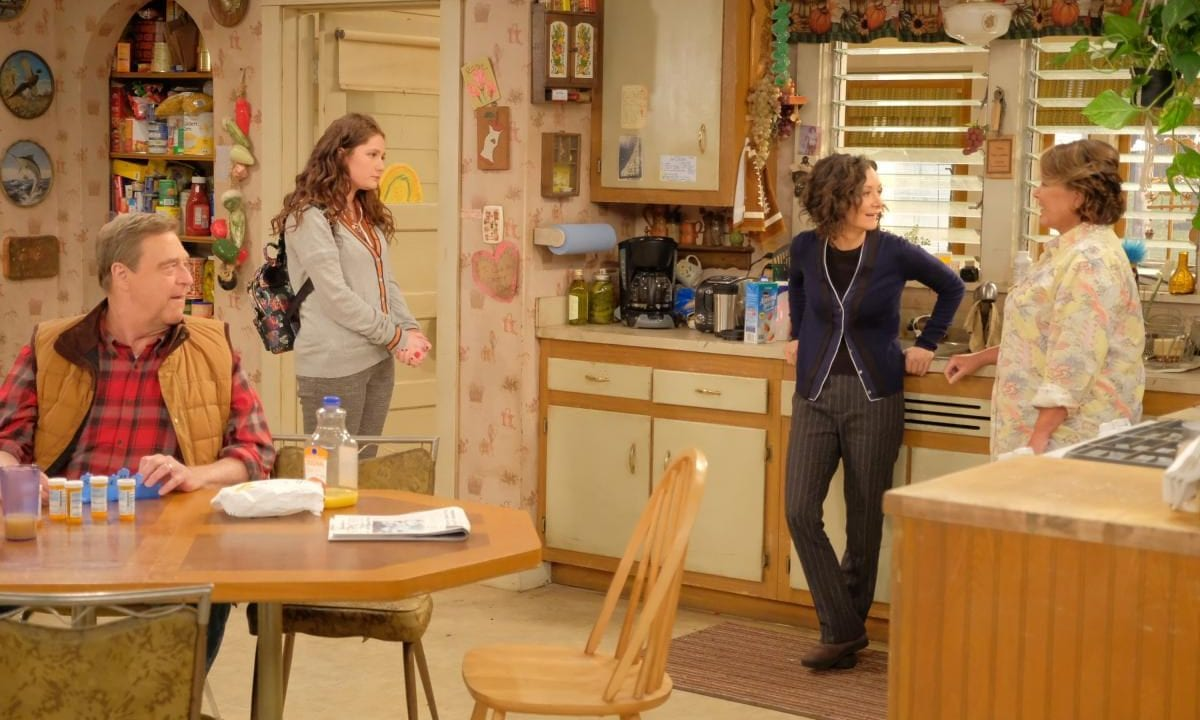 Review: Roseanne S10E01 + S10E02 – Twenty Years to Life | Dress to impress
