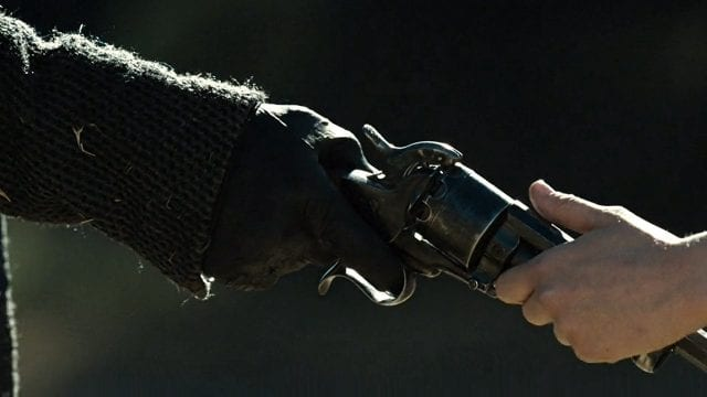 Westworld_S02E10_Gun-640x360 Review: Westworld S02E10 - The Passenger