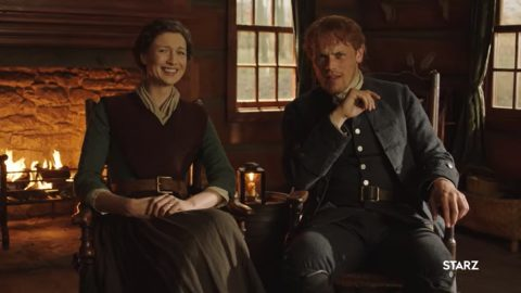 Outlander: Hauptdarsteller Balfe und Heughan verlesen Fan Tweets