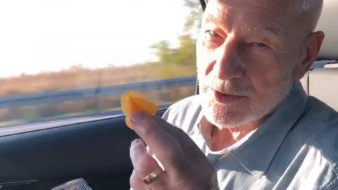 Patrick Stewart isst deutsche Chips