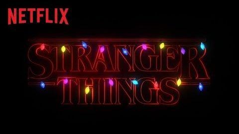 """""""Stranger Things""""-Kids verpacken Geschenke für ihre größten Fans"""