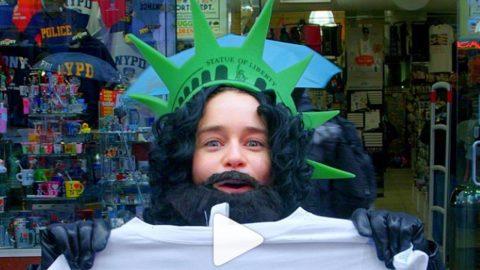 Emilia Clarke macht auf Jon Snow