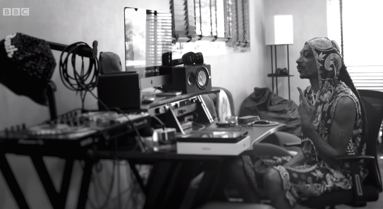Snoop Dogg performt Peaky Blinders Titelsong