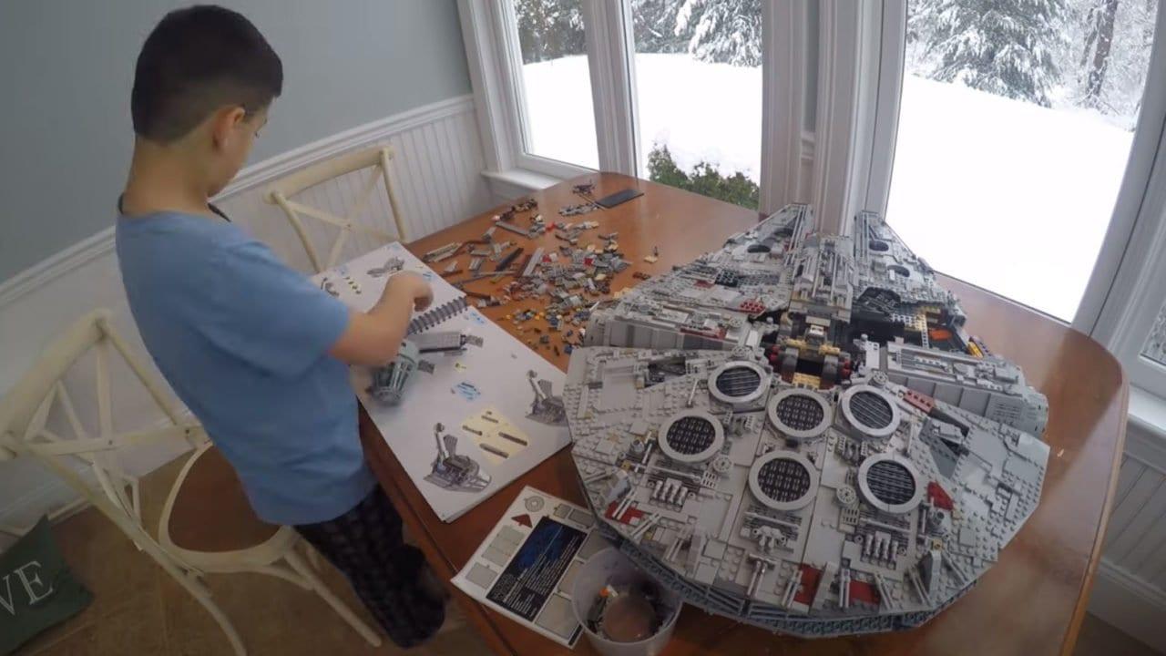 Star Wars: LEGO Millennium Falcon mit 7541 Teilen im Zeitraffer