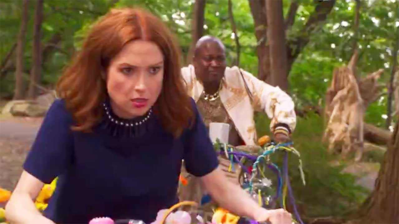 "Unbreakable Kimmy Schmidt: Interaktives Special ""Kimmy vs. the Reverend"" kommt am 12. Mai"