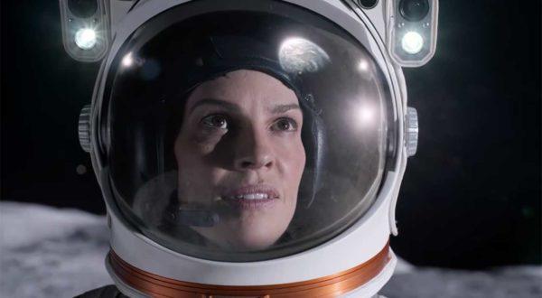 Away: Erster Trailer zur Hilary-Swank-Serie