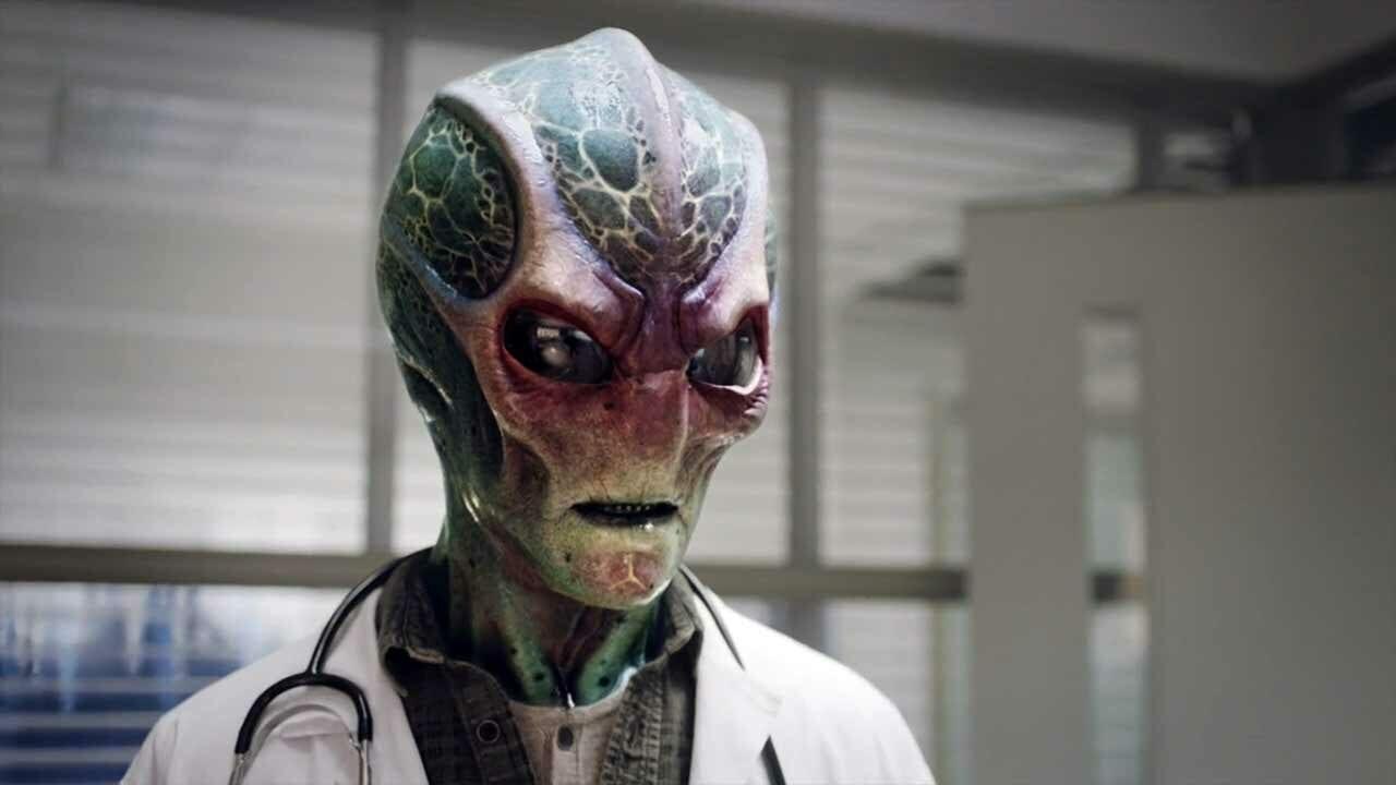 """Review: Resident Alien S01E01 – """"Pilot"""""""