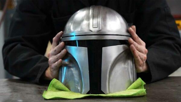 The Mandalorian: Fans bauen Helm, Jetpack & mehr nach